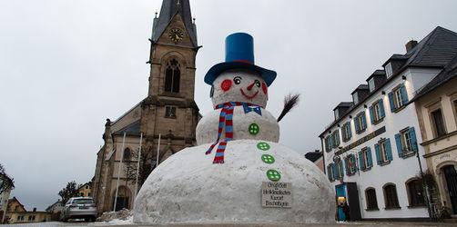 Größter Schneemann Bayerns in Bischofsgrün! Bau hier LIVE verfolgen