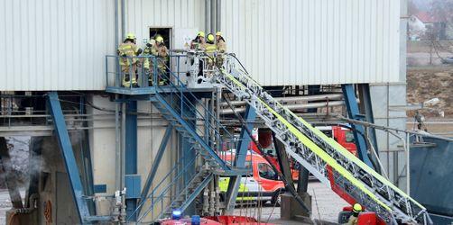 Arbeitsunfall in Regensburg: 2 Männer in Sandsilo verschüttet – beide tot