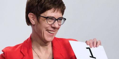 Annegret Kramp-Karrenbauer übernimmt Merkel-Nachfolge