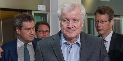 Asyl-Streit: Seehofer will vorerst nur Ausländer mit Einreiseverbot zurückweisen