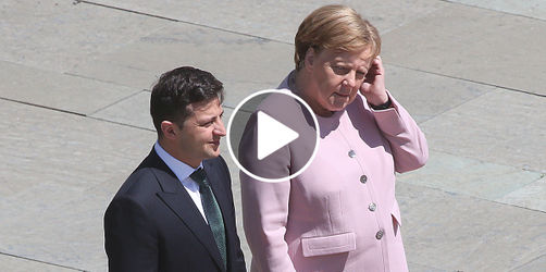 Sorge um Merkel: Bundeskanzlerin mit Zitter-Anfall bei Nationalhymne