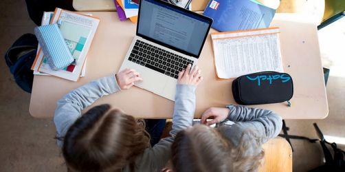Schulen werden digitaler: Alle Lehrer sollen Dienstlaptops bekommen