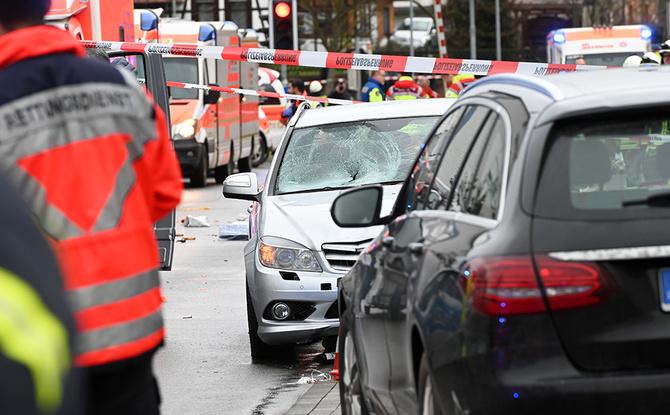Auto rast in Karnevalsumzug in Hessen: Zweite Festnahme - Hintergrund unklar