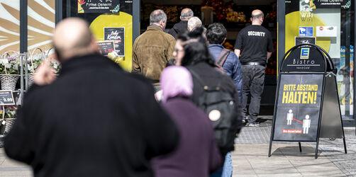 Neue Regeln fürs Einkaufen im Supermarkt: Schlangen und Wartezeiten entstehen