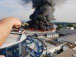 Feuer im Europapark Rust: Lagerhalle in Flammen