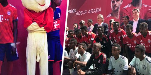 FC Bayern eröffnet erste Fußballschule in Afrika und sorgt für Schmunzler
