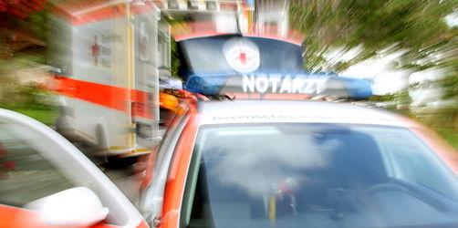 Mehrere Verletzte nach schwerem Schulbusunfall in Herrmannsdorf