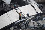 Autobahnbrücke bei Genua eingestürzt - mindestens 22 Tote