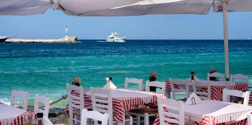 Corona: Griechische Urlaubsinseln werden Hochrisikogebiete - Spanien lockert