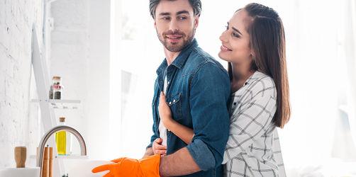Belohnung: So macht euren Männern der Haushalt Spaß