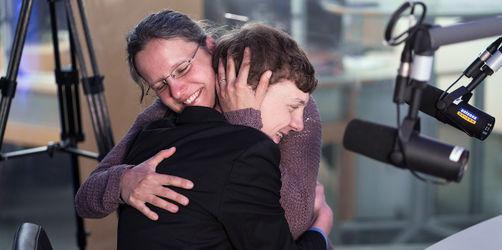 Muttertags-Überraschung im Radio: Blinder Junge sagt seiner Mama Danke