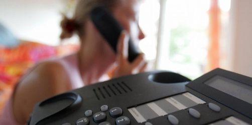 Telefon-Hotlines sind oft ein teurer Service. So können Sie ihn umgehen.
