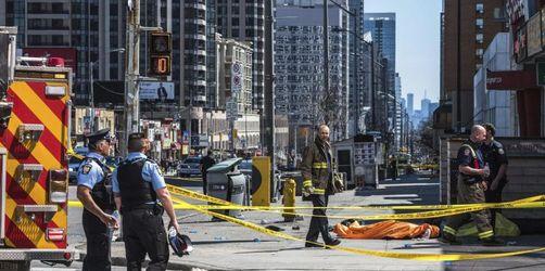 Zehn Tote nachdem in Toronto Van in Menschenmenge gefahren ist