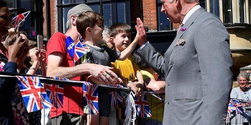 Prinz Charles und Camilla machen Salisbury Mut