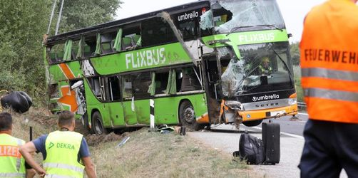 Fernbus kippt um - 22 Verletzte bei Unfall nahe Rostock