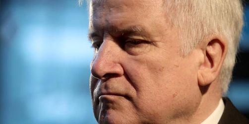 Erste Rücktrittsforderungen: Druck auf Seehofer wächst