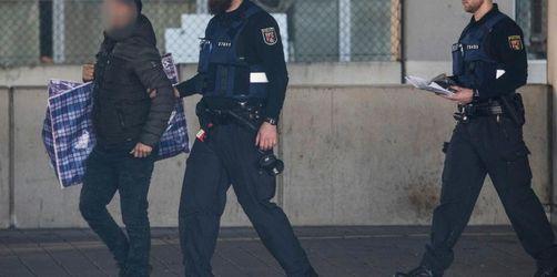 Proteste in Frankfurt gegen Abschiebungen nach Afghanistan