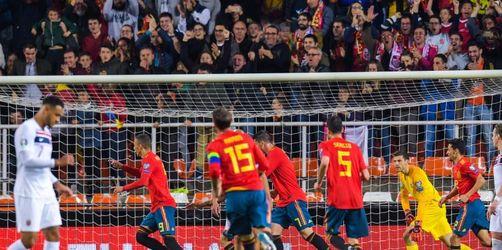 Ramos rettet Spanien - Italien startet mit Sieg