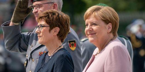 Regierung und Bundeswehr gedenken Hitler-Attentätern
