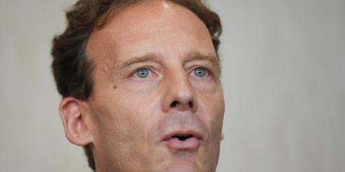 Anklage wegen Mordauftrags: Stadtplan-Erbe Falk vor Gericht
