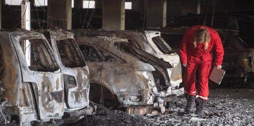 Rund 65 Autos bei Parkhausbrand beschädigt