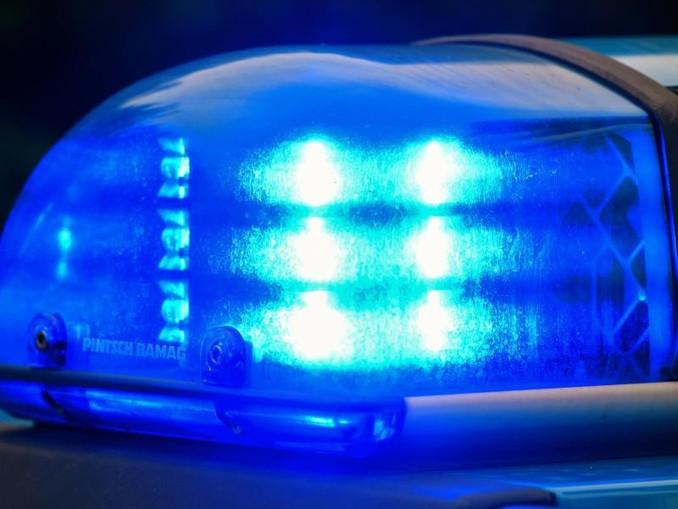 Blaulicht auf dem Dach eines Einsatzwagens der Polizei. /Archiv