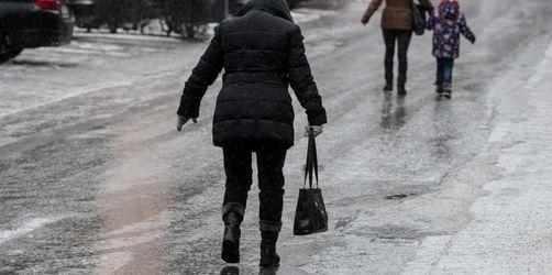 Wetterdienst warnt vor rutschigen Straßen in Bayern