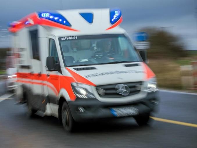 Ein Rettungswagen mit Blaulicht. /Archiv