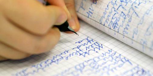 Lehrerverband: Mit der Hand schreiben macht schlau