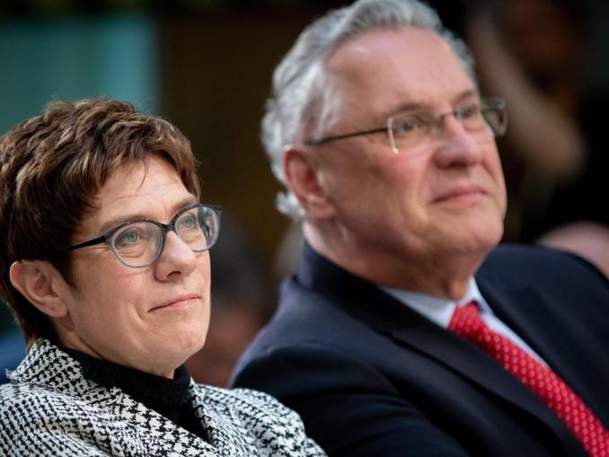 Annegret Kramp-Karrenbauer, CDU-Bundesvorsitzende, und Joachim Herrmann (CSU), Bayerischer Innenminister. Foto:Kay Nietfeld