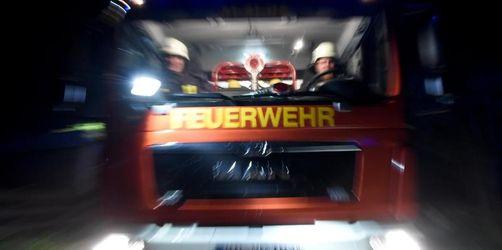 Kinderwagen angezündet: Brandstiftung in Hochhaus