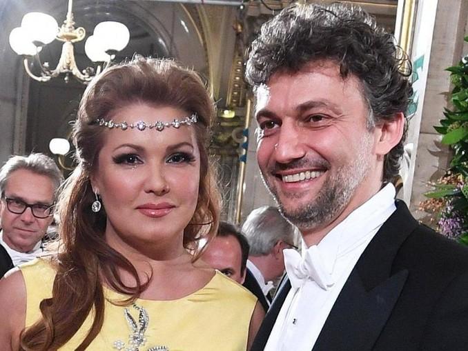 Anna Netrebko und Tenor Jonas Kaufmann beim Opernball in der Staatsoper. /APA/Archiv