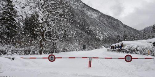 Drei Lawinentote, viele Sperrungen:Der Winter der Extreme