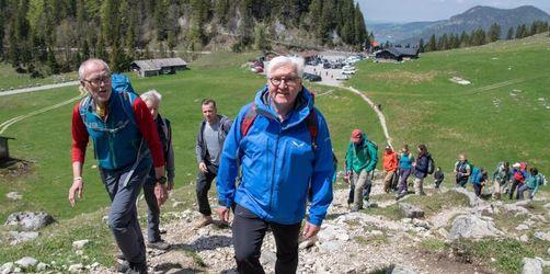 Bundespräsident wandert und lobt den Alpenverein