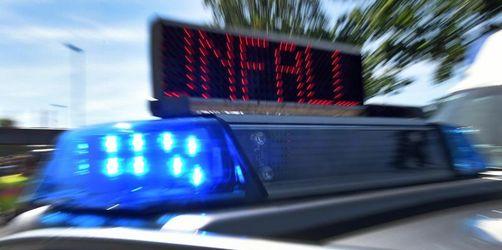 «Kopfloser» Autofahrer verliert Kennzeichen nach Unfall