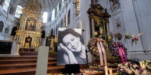 Hannelore Elsners Urne wird in Burghausen beigesetzt