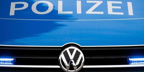 Polizisten befreien einjähriges Kind aus Auto