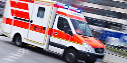 Lastwagenfahrer überrollt Radler und verletzt ihn schwer