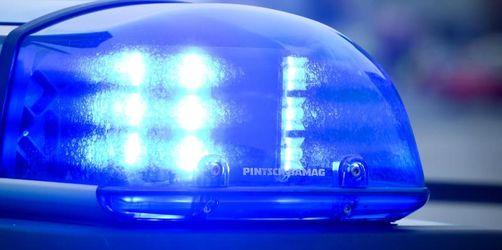 Taxifahrerin mit Pistole bedroht und ausgeraubt