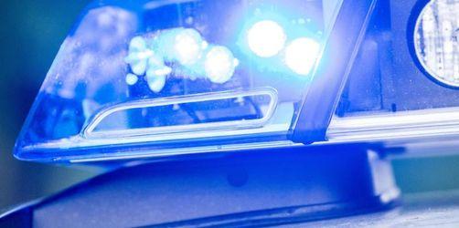Autofahrer fragt betrunken vor Wache nach freiem Parkplatz