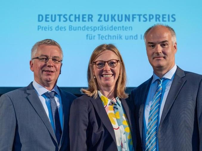 Das Team «CO2 - ein Rohstoff für nachhaltige Kunststoffe»: Walter Leitner (l-r), Berit Stange und Christopher Gürtler.
