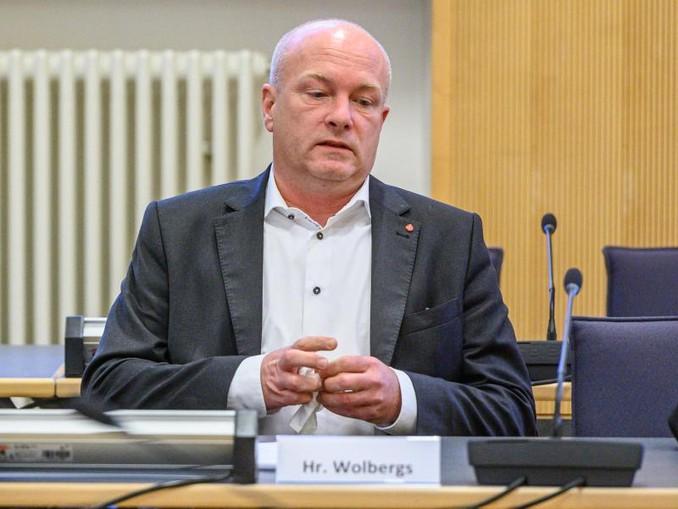 Joachim Wolbergs, suspendierter Oberbürgermeister von Regensburg, sitzt im Verhandlungssaal im Landgericht. /dpa