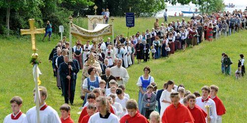 Blumenteppiche und Fahnen: Katholiken feiern Fronleichnam - Hier finden Prozessionen statt
