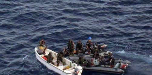 NATO-Schiffe wehren Piraten-Angriffe ab