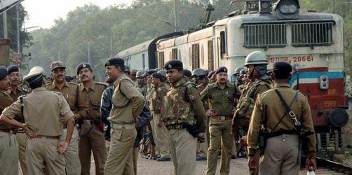 Maoisten lassen gekaperten Zug weiterfahren