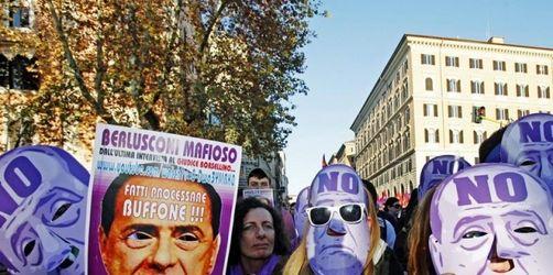 Tausende demonstrieren in Rom gegen Berlusconi
