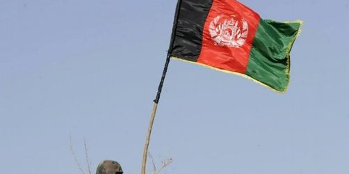 Afghanische Flagge weht über Taliban-Hochburg
