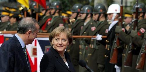 Merkel und Erdogan bei Streitthemen uneins
