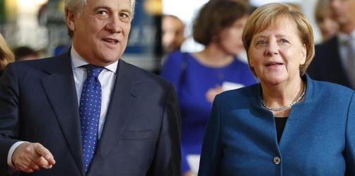 Merkel plädiert unter Buhrufen für eine europäische Armee