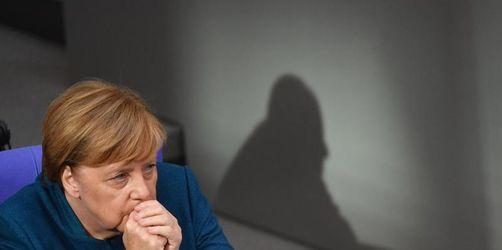 Schlagabtausch über Merkels Politik im Bundestag